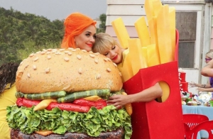 Taylor Swift y Katy Perry se reconcilian en nuevo video